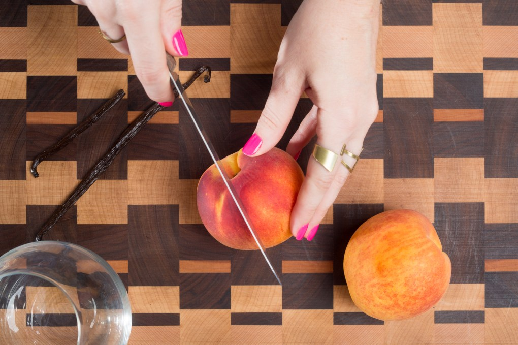 slice the peaches whiskey cocktail recipe