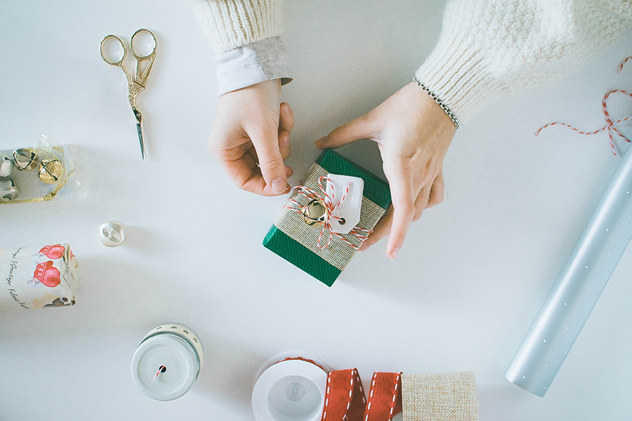 3 Last Minute DIY Gift Wrapping Ideas: Customized Tags