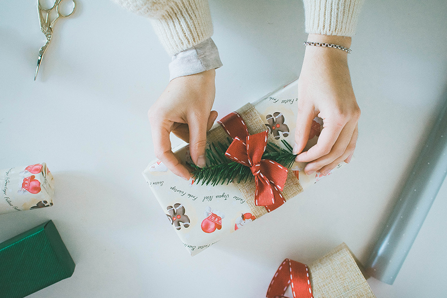 3 Last Minute DIY Gift Wrapping Ideas: Pine Springs