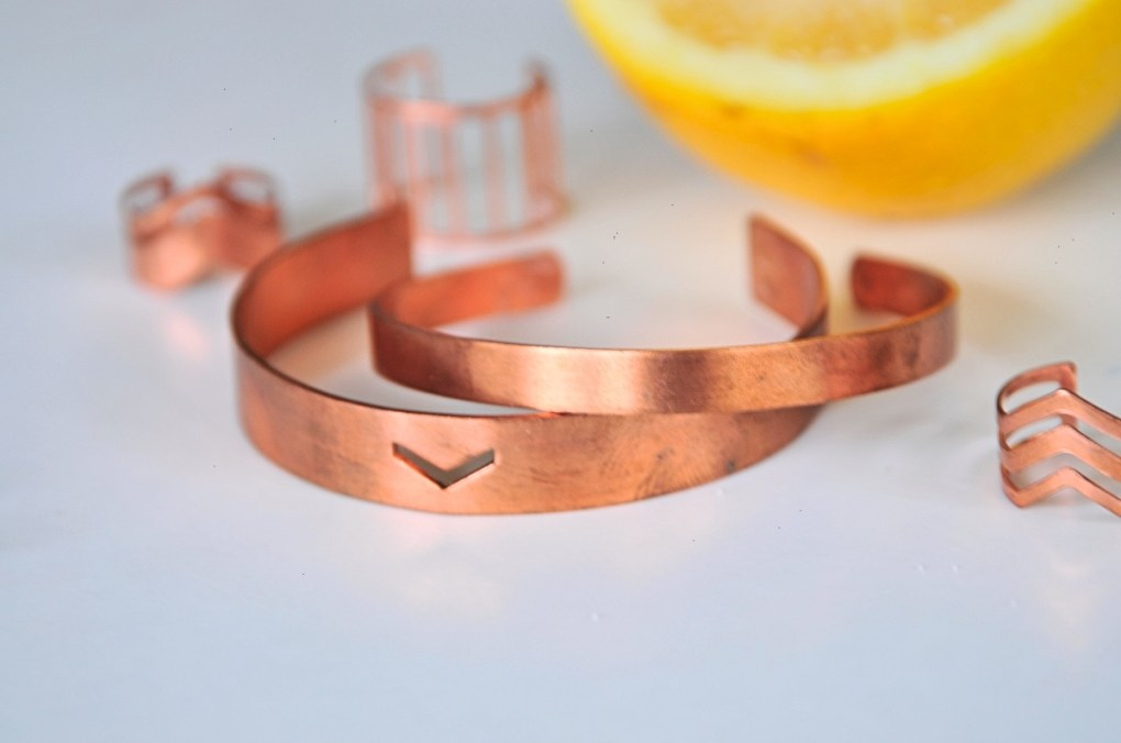 close-up-copper-jewelry-before-cleaning