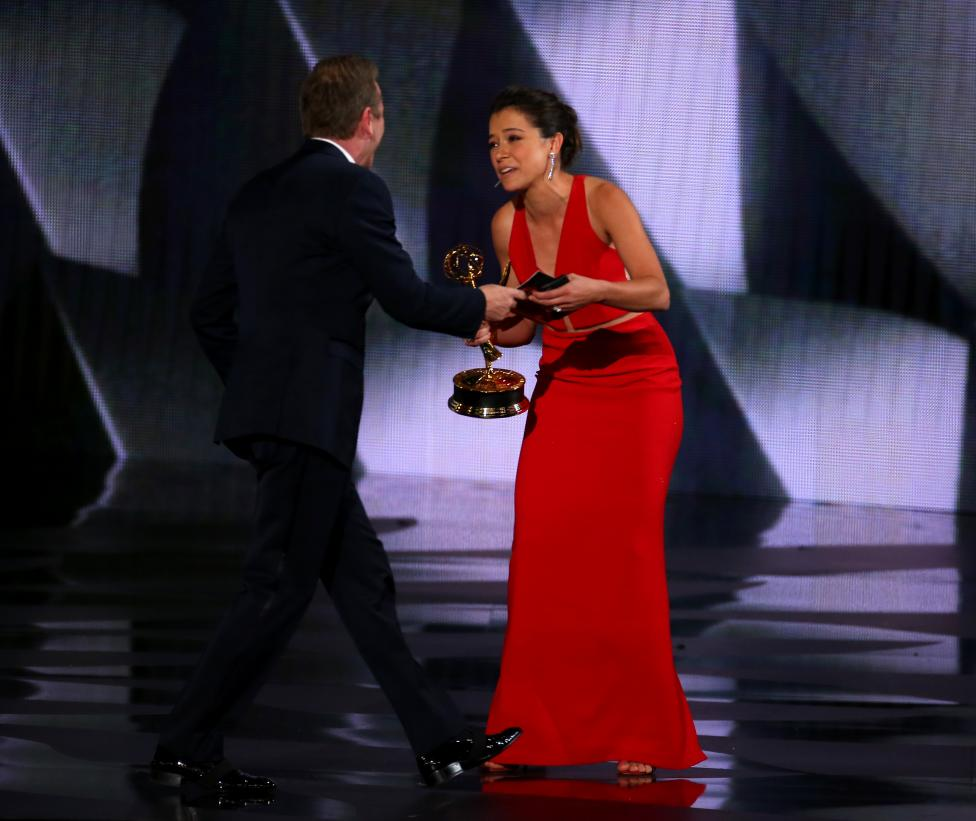 """Presenter Kiefer Sutherland congratulates Tatiana Maslany after she won the award for Outstanding Lead Actress In A Drama Series for """"Orphan Black"""". REUTERS/Mike Blake"""