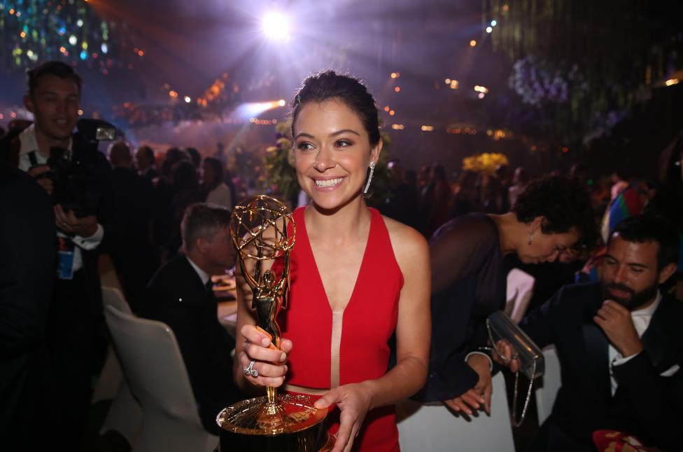 """Actress Tatiana Maslany holds her award for Outstanding Lead Actress In A Drama Series for """"Orphan Black"""" as she mingles at the Governors Ball. REUTERS/Lucy Nicholson"""
