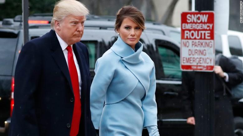 Меланија Трамп во креација на Ралф Лорен на инаугурацијата на нејзиниот сопруг