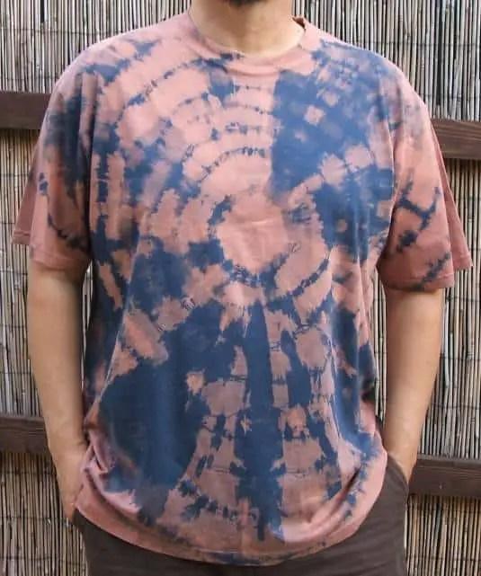 Camiseta desteñida con lejia