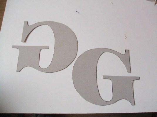 letras hechas de cartón
