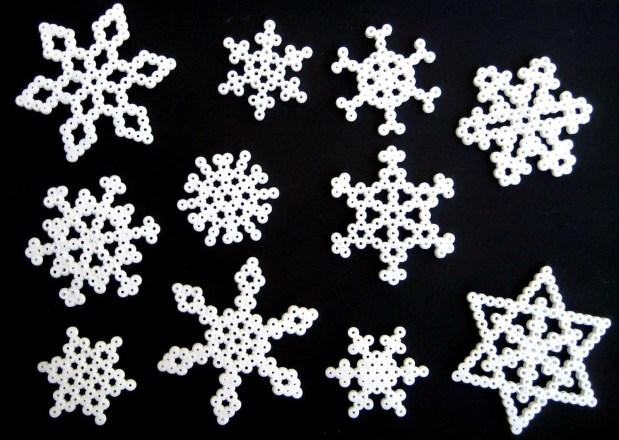 Patrones para cuentas hama: copos de nieve.