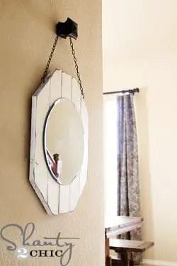 Espejo sobre madera