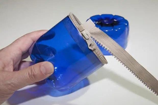 Reciclaje de botellas de plástico para hacer envases. Paso 7