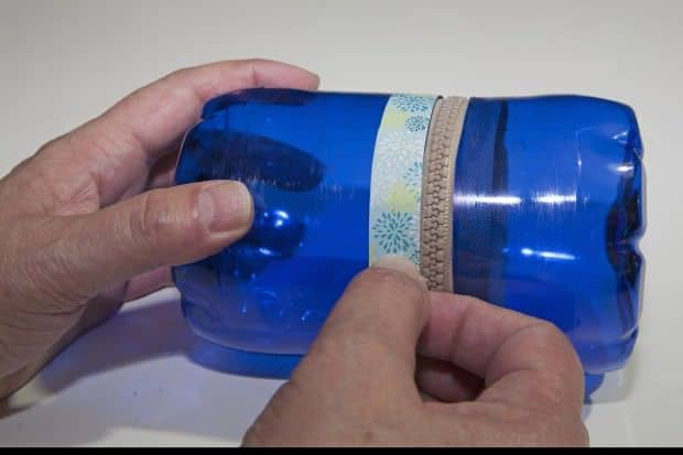Reciclaje de botellas de plástico para hacer envases. Paso 8