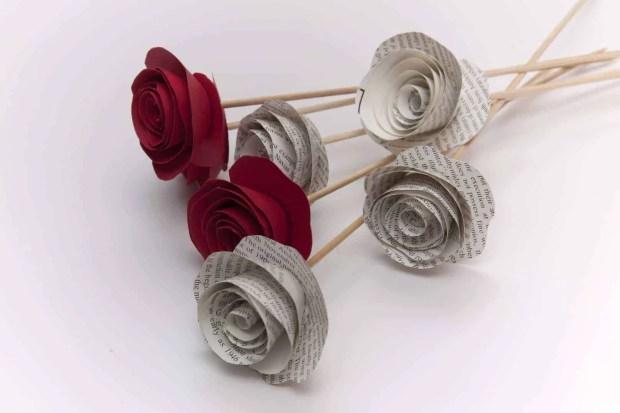 Cómo hacer flores con cartulina para San Valentín