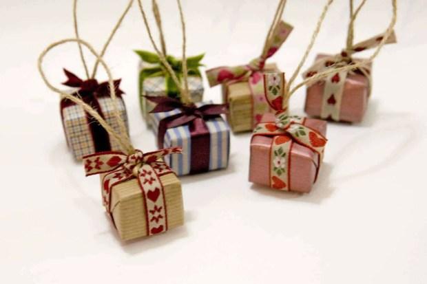 DIY Pequeños paquetes para decorar el árbol de Navidad