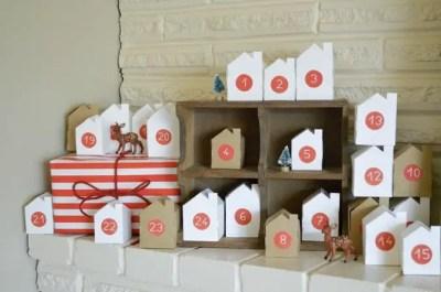 Calendario de Adviento con casitas de papel