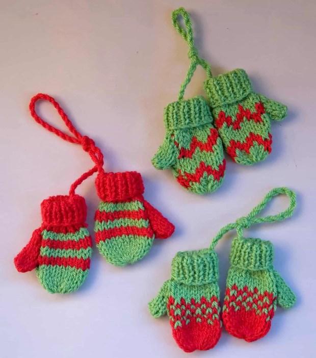 Adornos de navidad tejidos con dos agujas: manoplas