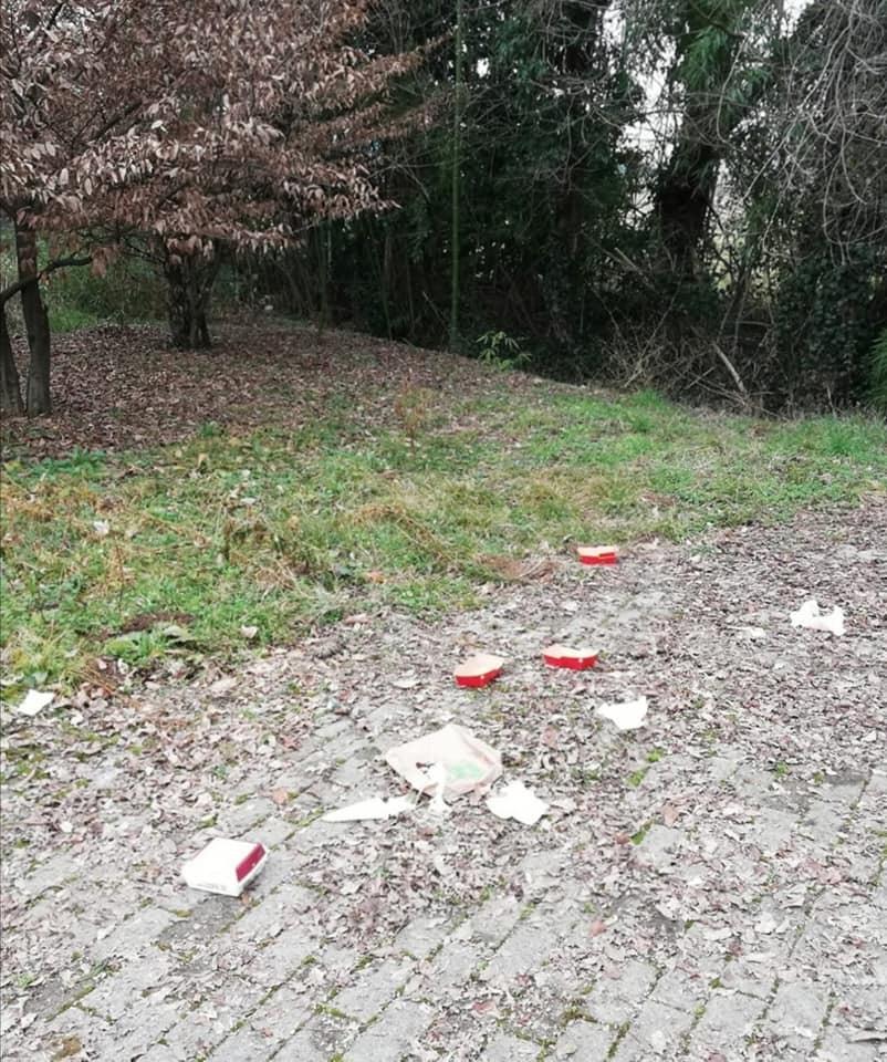 Pordenone, Via Alessandro Volta sommersa dai rifiuti da settimane. 2