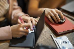 Read more about the article Scuola digitale ed approcci informali