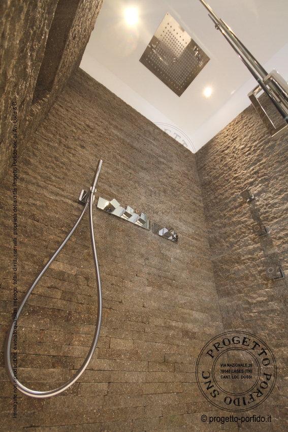 Foto rivestimento doccia  Progetto Porfido Snc