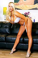Summer Brielle striptease