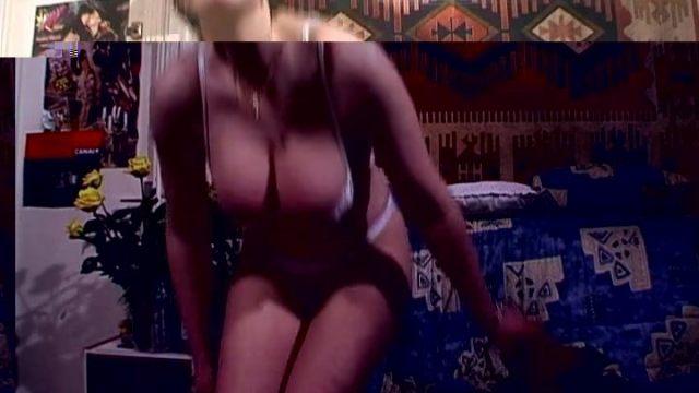 Pouf moche aux énorme seins