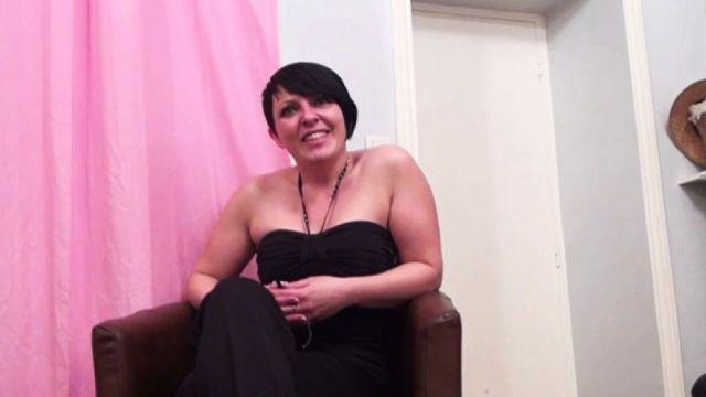 On caste une bonne maman de Béziers au cul moelleux! (vidéo exclusive)
