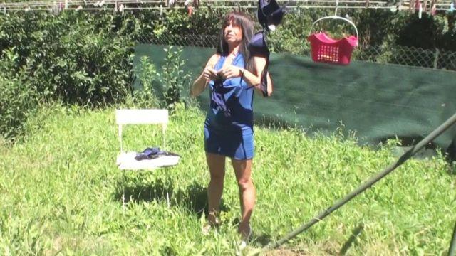 Nympho française mature filmée en pleine sodo dans son jardin