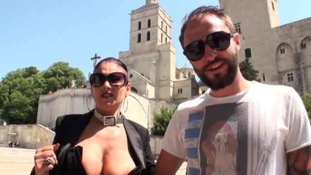 Carole, 45 ans, que tous les pervers d'Avignon surnomment la petite bombe ! (vidéo exclusive)
