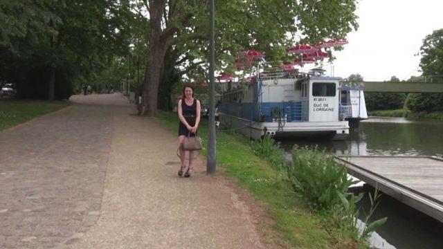 Rendez-vous à Metz avec la jeune et timide Maelys ! (vidéo exclusive)