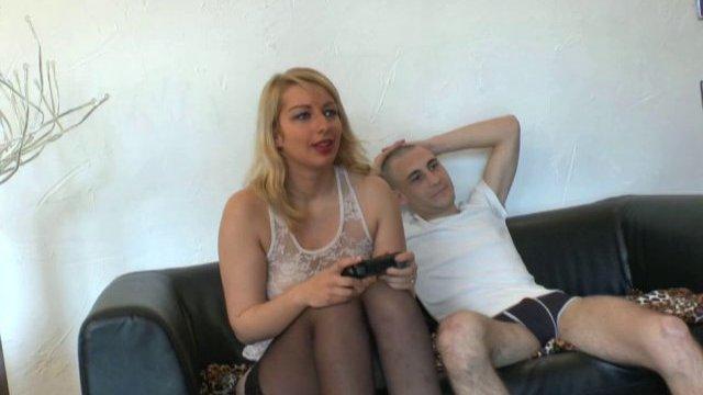 Tatiana a bien fait d'accepter le deal de son pervers de colocataire!