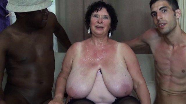 Olga, une ancienne hardeuse de 65 ans et bien en chair vient tester les lascars!