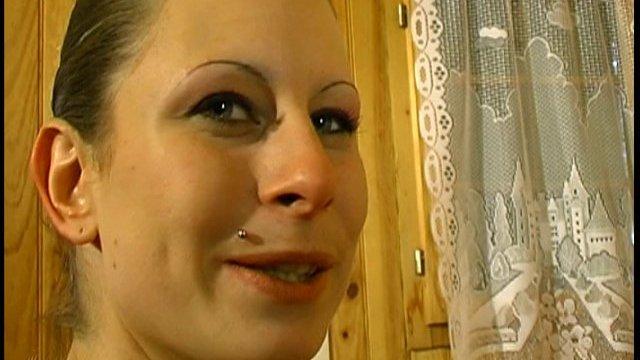 Aline de montpellier ramassée dans un salon érotique