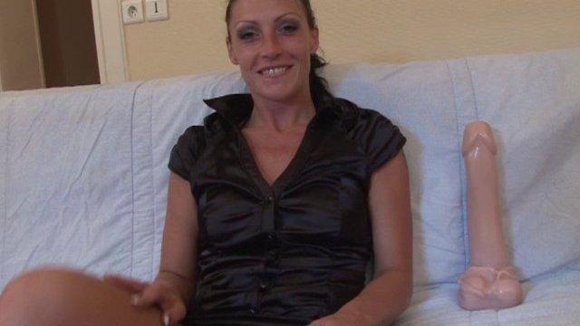 Justine, maquilleuse lyonnaise de 24 ans découvre la dilatation extrême