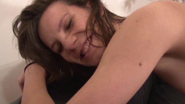 Héléna vient se venger de son mec dans le bras d'un hardeur