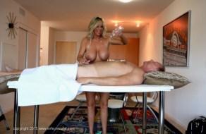 fotos Madura rubia de grandes tetas hace masajes