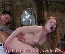 Branquinha gostosa fodendo com sua amiga de quatro em um belo porno