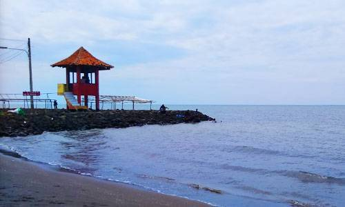 Suasana Pantai Pondok Bali, lokasi wisata ini terletak di Desa Mayangan Kecamatan Legonkulon, 1 jam perjalanan dari pusat Kota Subang