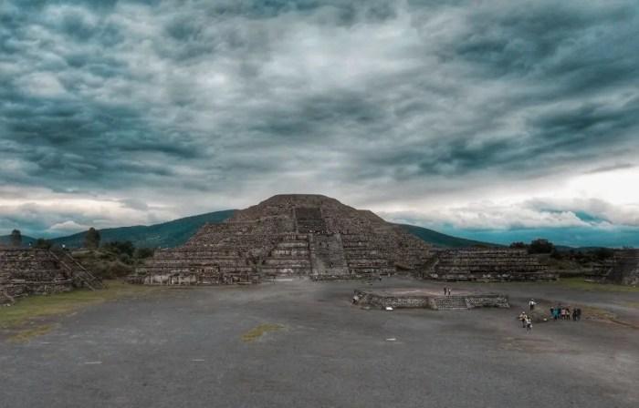 Pirámide de la Luna de Teotihuacán.