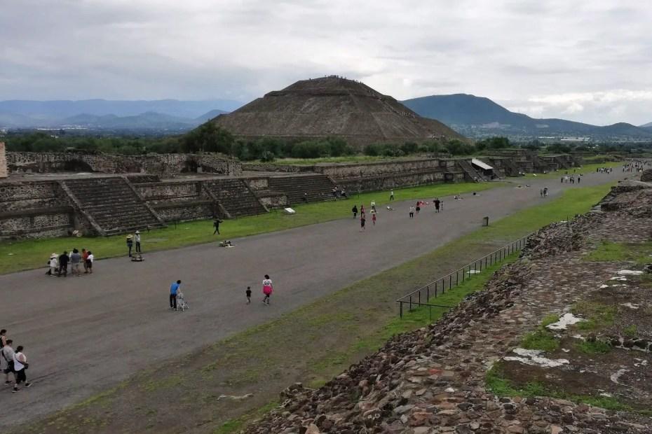Fotografía de la Calzada de Los Muertos de Teotihuacán.