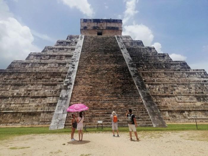 Turistas en la Pirámide de Chichén Itzá.