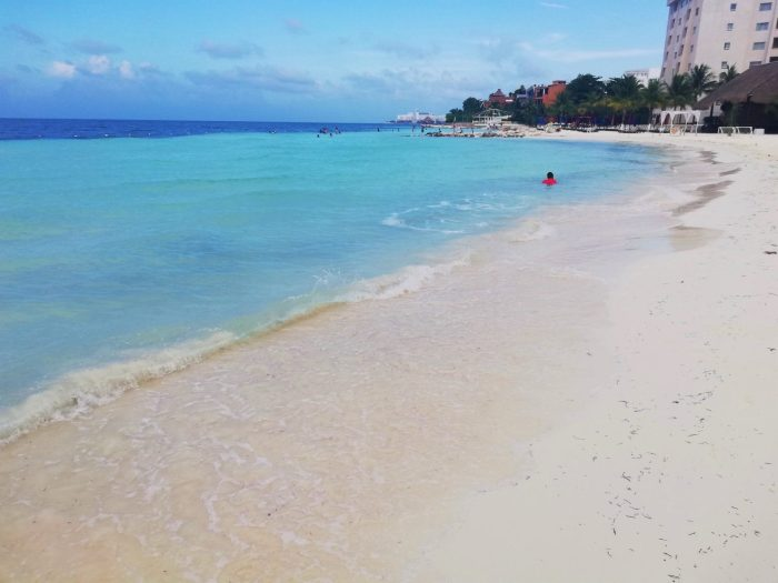 Playa Langosta, una de las 5 playas imperdibles de Cancún.