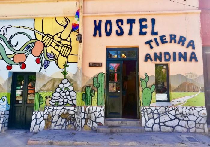 Fachada del Hostal Tierra Andina en Tilcara.