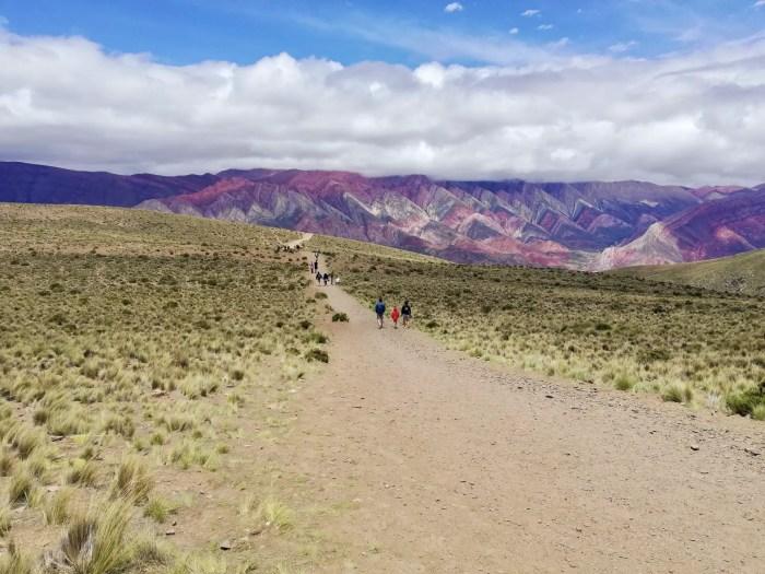 Paseo por el cerro de 14 colores, en Jujuy.
