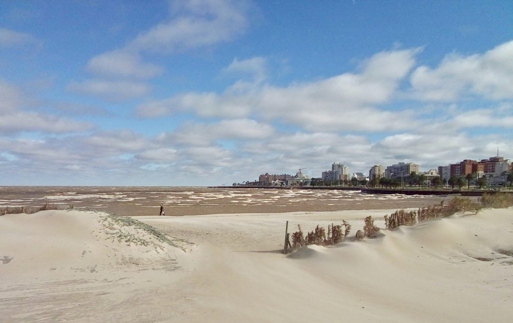 Paseo por la Rambla de Montevideo.