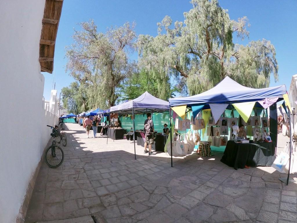 Feria de artesanos plaza San Pedro de Atacama.