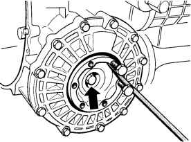 Removing and installing the rotary shaft seal for the