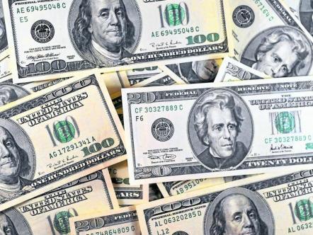 El dólar perdió 11 pesos y se cotizó al cierre en $2.460
