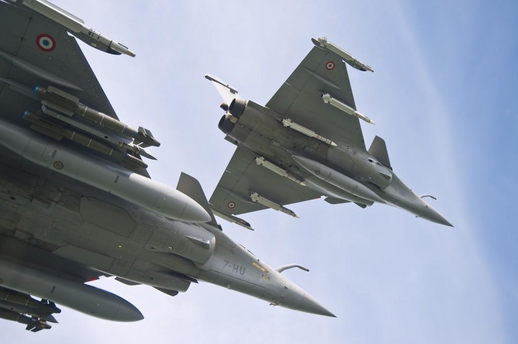 Mis à part les avions déployés en OPEX, il ne faut pas oublié la douzaine d'avions nécessaires à la permanence opérationnelle, en France métropolitaine.