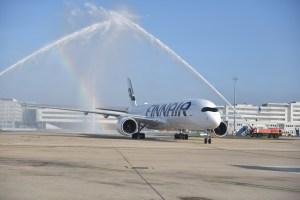 L'A350 Finnair accueilli par les pompiers