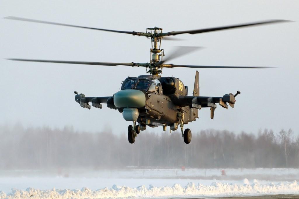 Ka-52 russe. L'Égypte va se doter d'une version navalisée de cet hélicoptère pour opérer depuis ses porte-hélicoptères de classe Mistral. Image de Alex Beltyukov