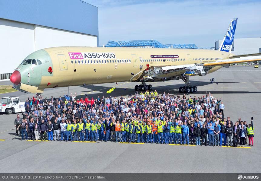Sortie de la FAL pour le premier A350-1000