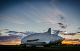 Le plus gros aéronef du monde en passe de prendre son envol.