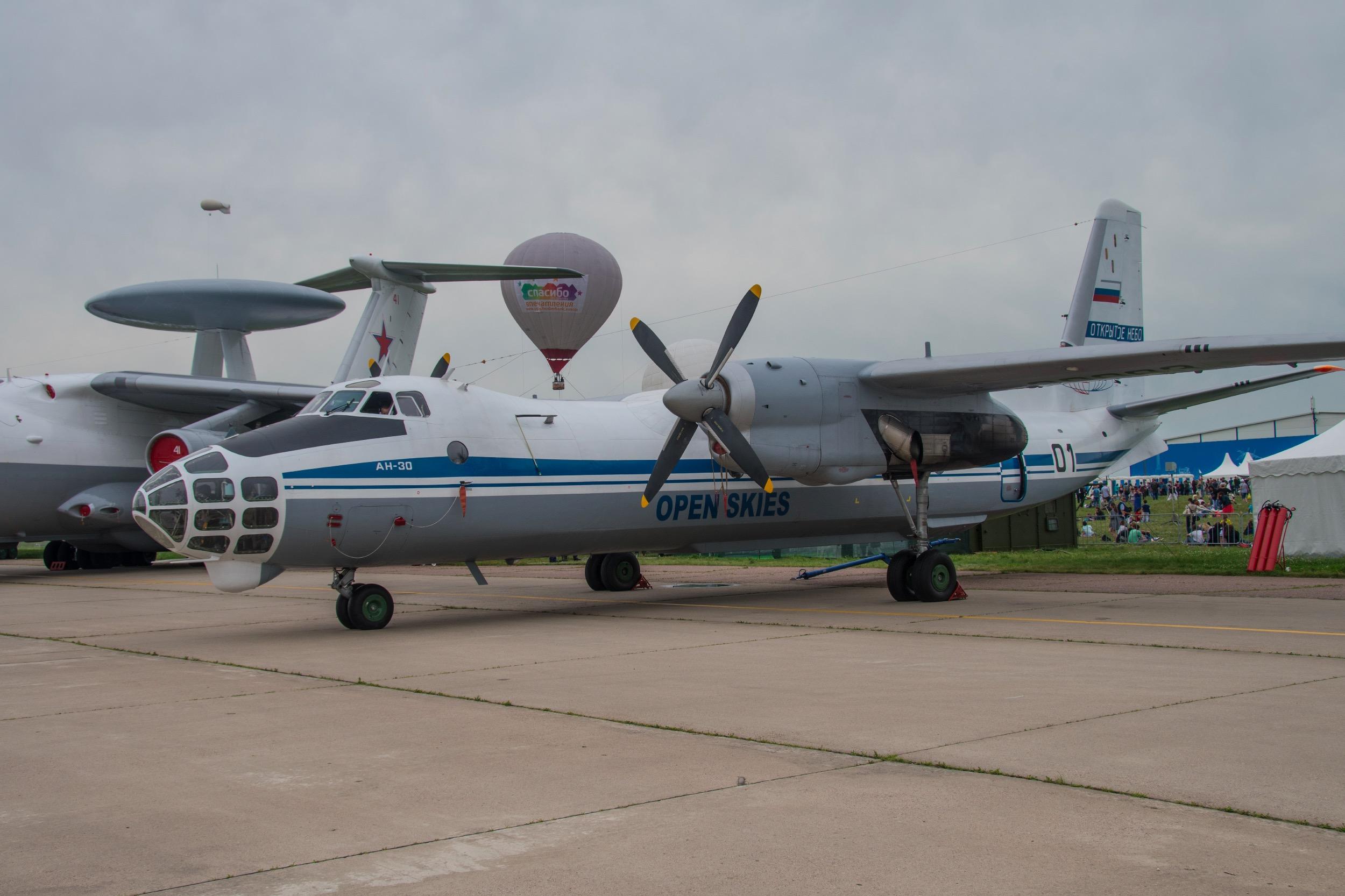 "Antonov AN-30 ""Clank"", 01 noir"